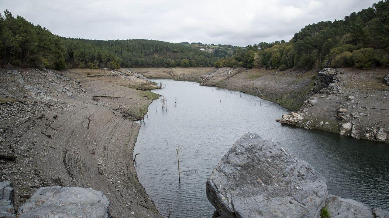 Las obras de la presa de Os Peares vistas en 1954.Central térmica de Lada