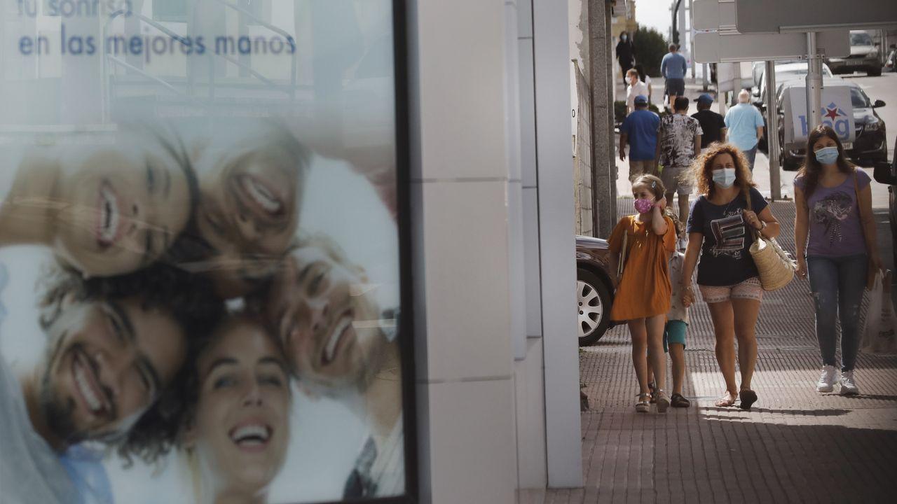 El uso de la mascarilla se extiende en las calles de Galicia