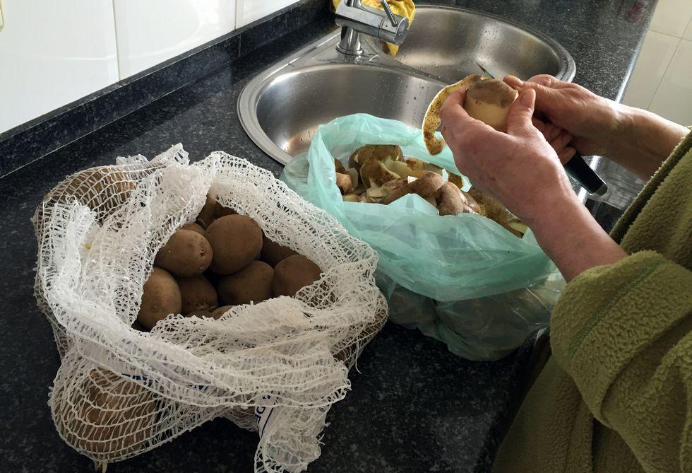 Vídeo: Arde una casa en Viveiro.Cada vez se consume menos patata cultivada en A Mariña en los hogares de la comarca.