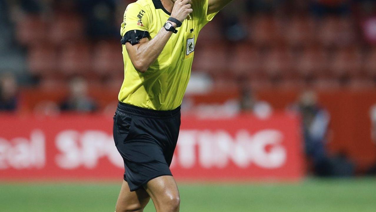 Nino, durante un partido en el 2002 contra el Racing de Ferrol, club en el que dirigió el arousano.