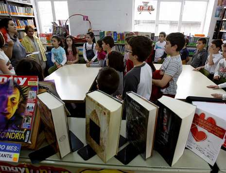 La biblioteca del barrio de A Ponte es una de las primeras que se abrió en la capital.