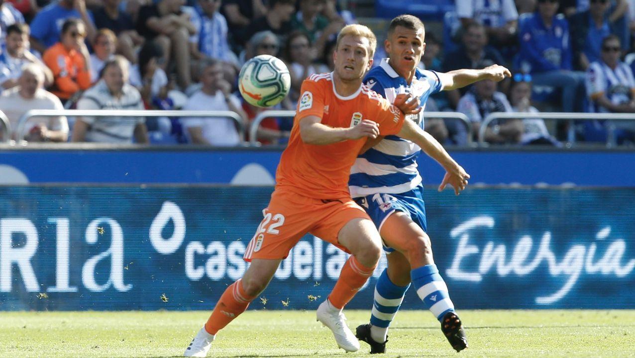 Manuel Mosquera, durante el Real Oviedo-Extremadura del partido de ida