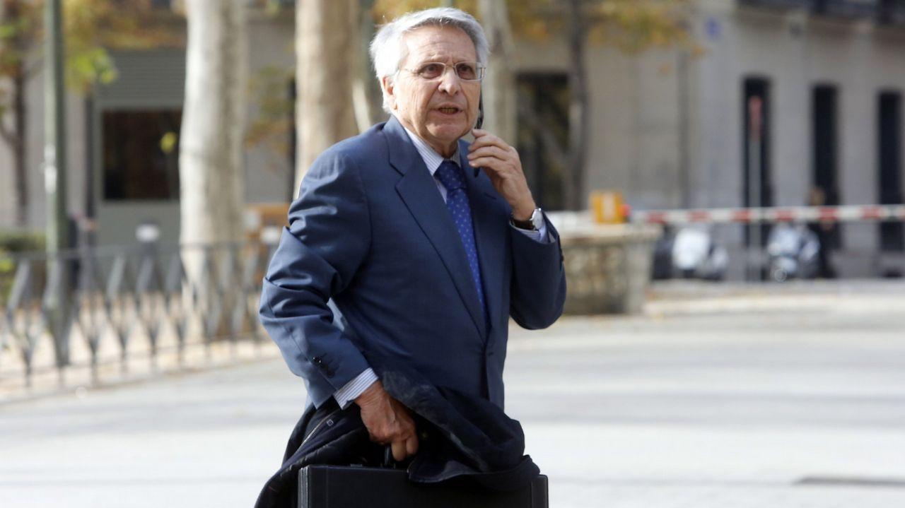 Un preso de confianza despide a Gayoso: «Julio, hasta que volvamos a vernos».Julio Fernández Gayoso, a su salida del a prisión de A Lama el pasado agosto