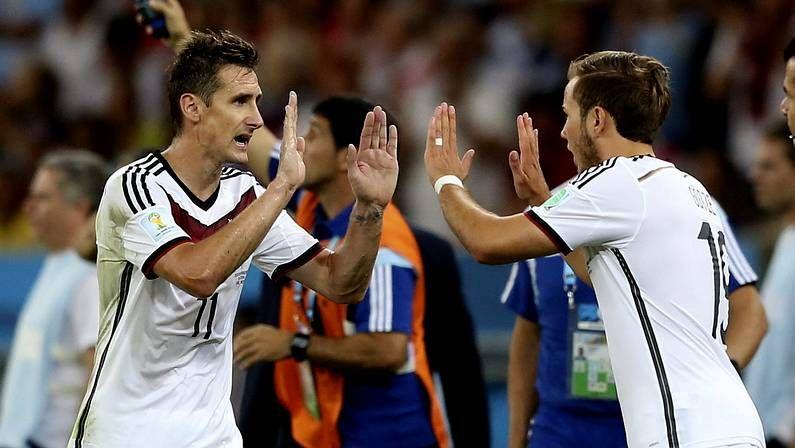 Arrasate, muy cuestionado en el banquillo de La Real.Rumanía celebra su victoria en Grecia