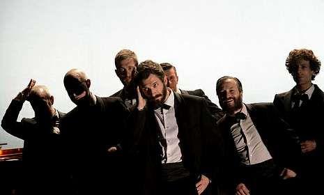 Un amplio elenco de actores interpretan A tempestade, que se representa esta noche en el Pazo.