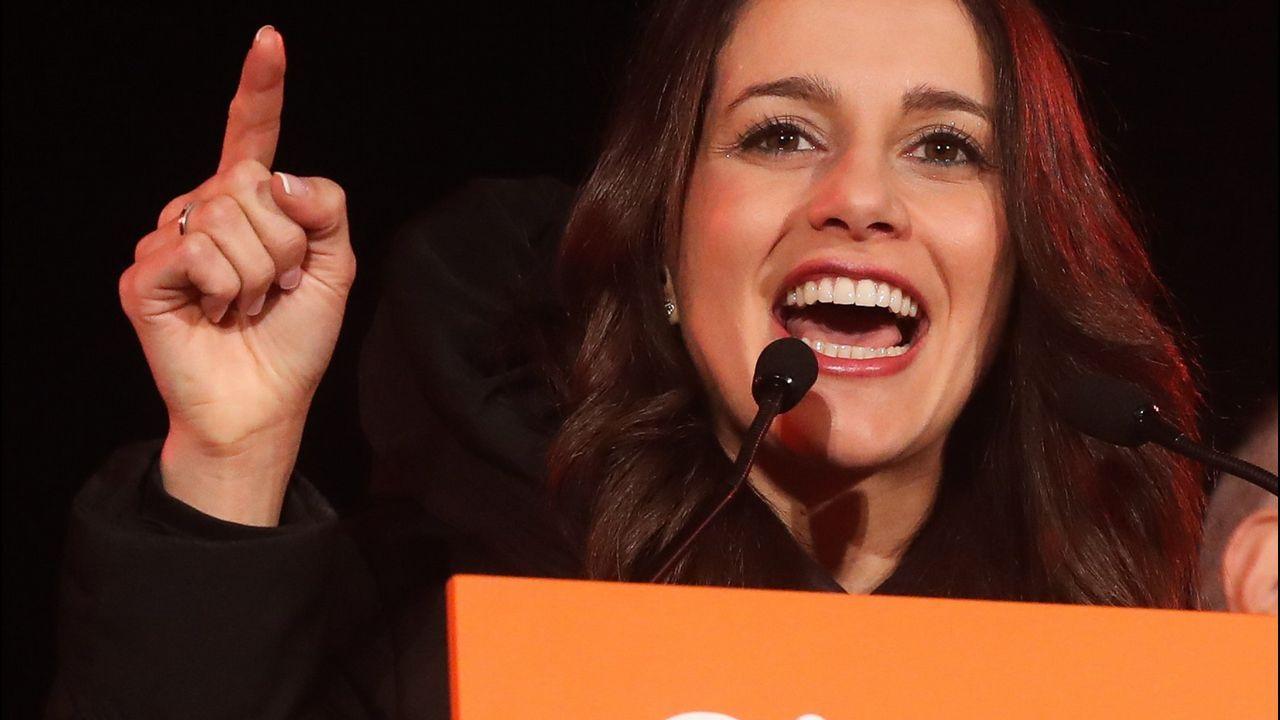 El 21D Ciudadanos ganó las elecciones, pero las urnas dieron mayoría de escaños a los independentistas. Arrimadas logró la primera victoria de un partido no nacionalista en Cataluña. Desde Bruselas, Puigdemont dijo que «la república catalana había derrotado a la monarquía del 155».