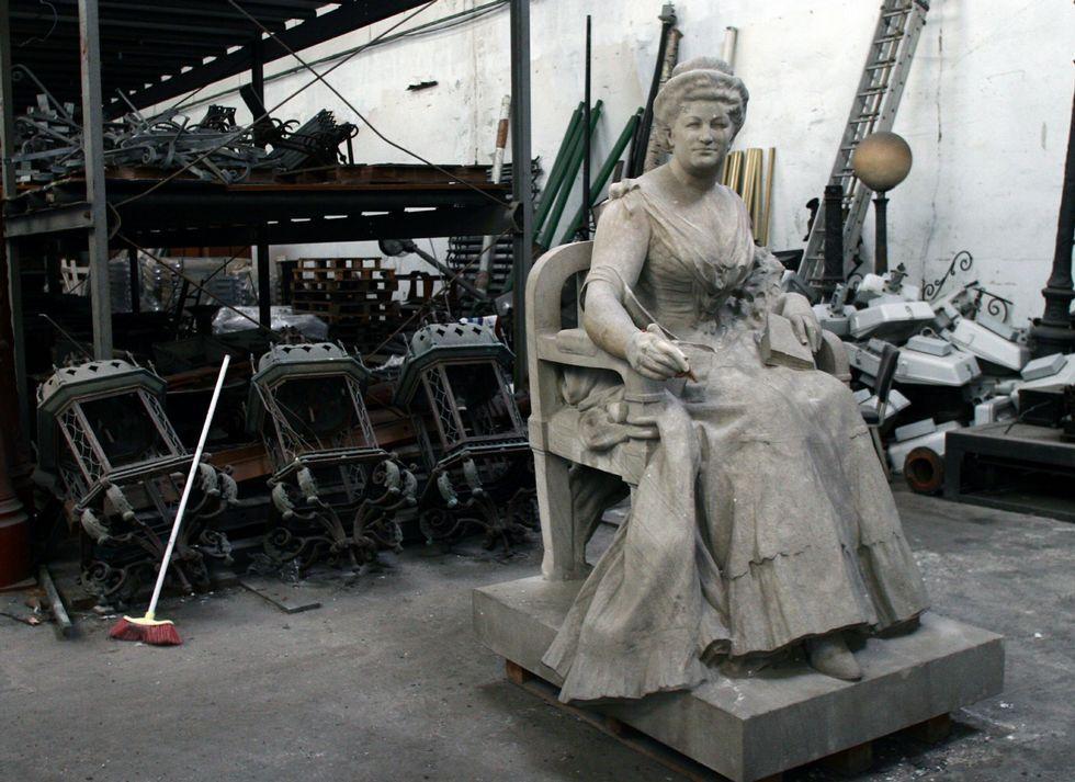 La estatua de Pardo Bazán, en los talleres municipales