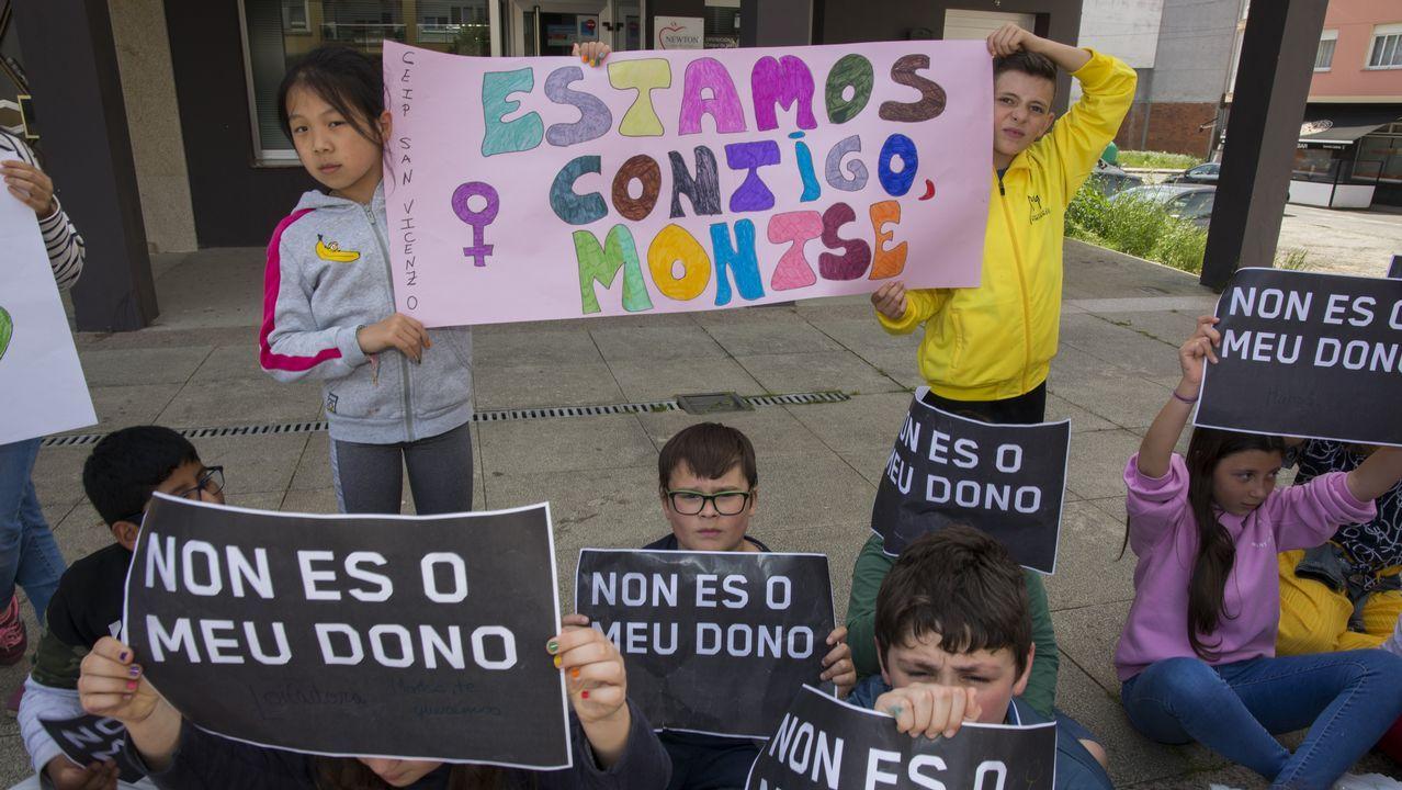 Concentraciones en Vimianzo contra la agresión machista.Carril de tren de Arcelor, en Veriña