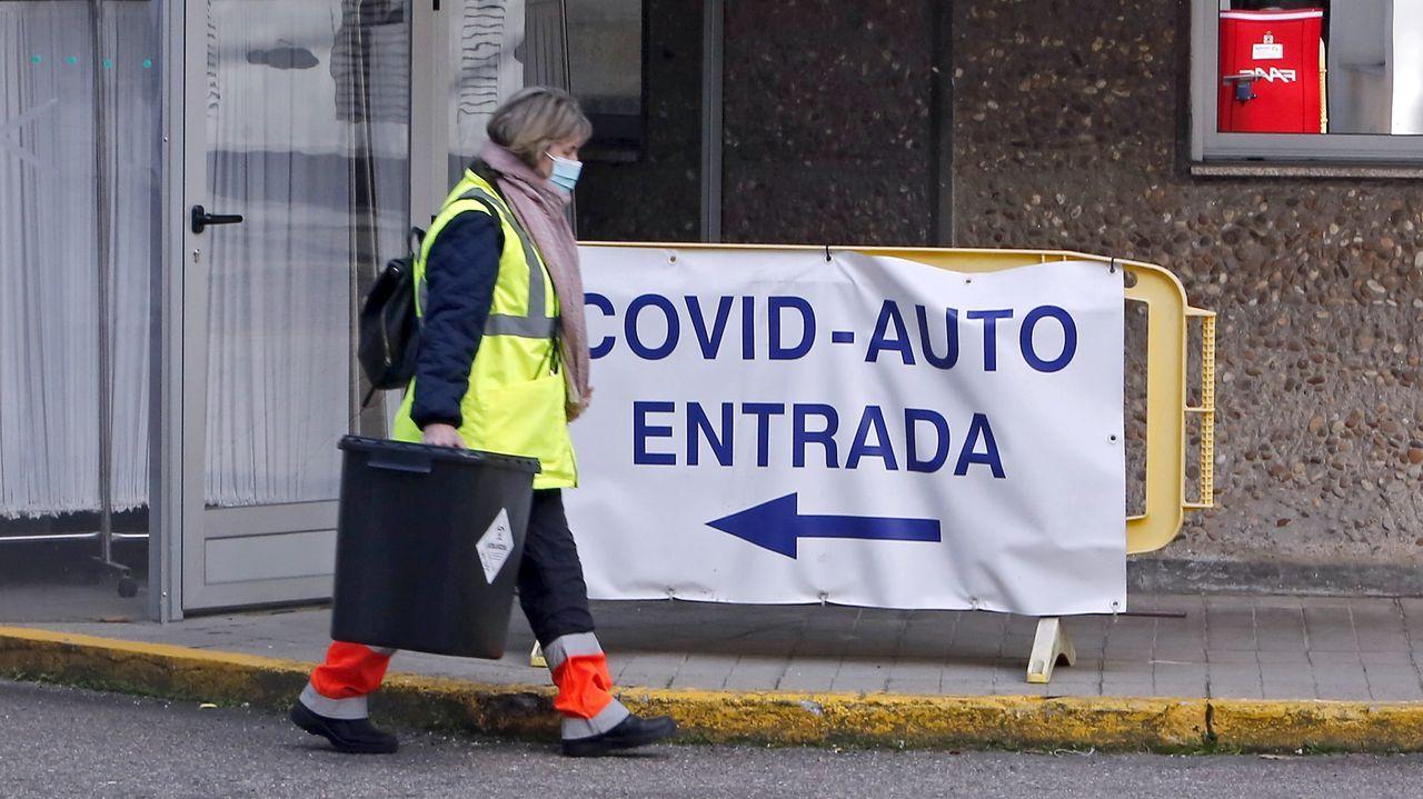 Así se está desarrollando el cribado de O Vao.El covid auto del Hospital Provincial de Pontevedra es uno de los puntos donde se hacen pruebas PCR para diagnosticar nuevos casos de coronavirus en el área sanitaria