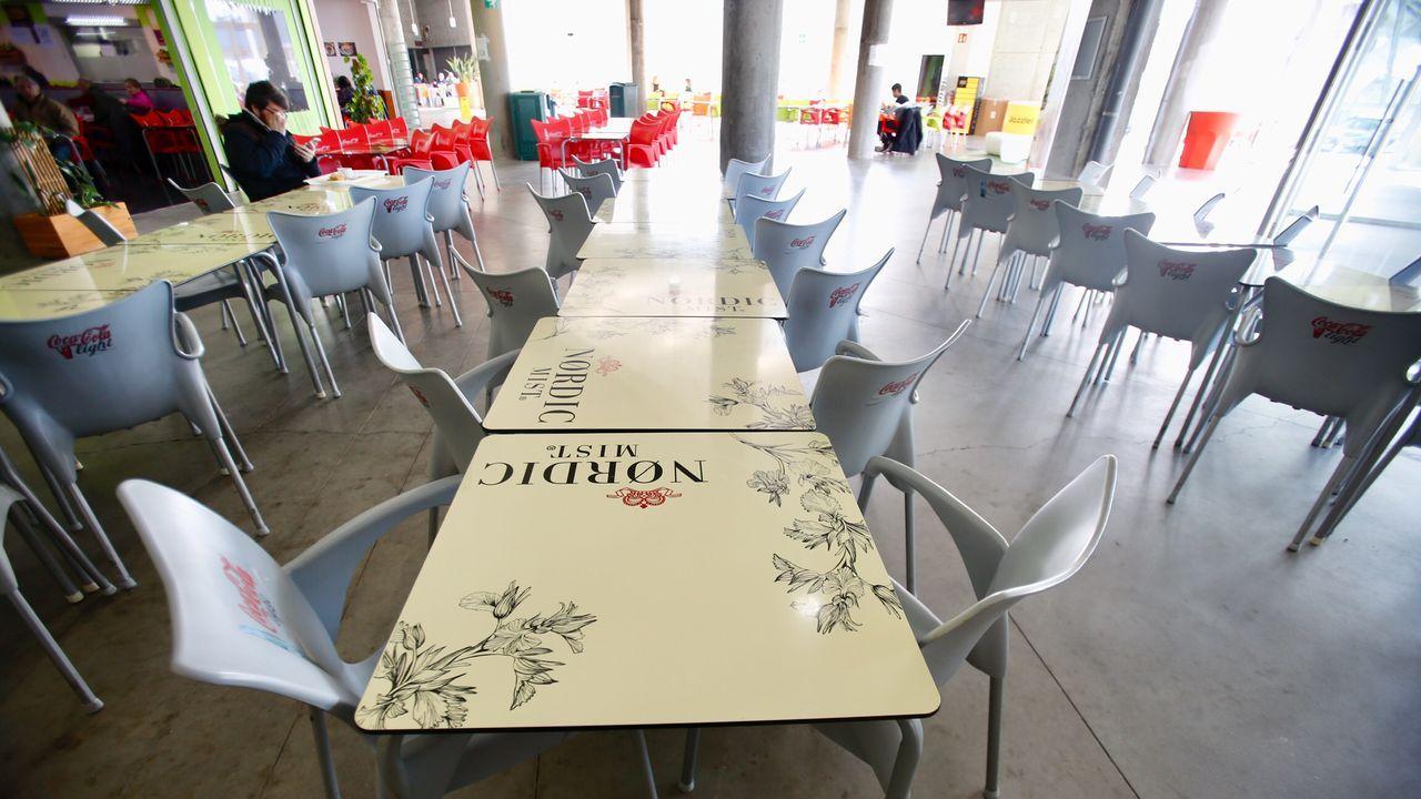 La cafetería del campus de Vigo, prácticamente sin actividad