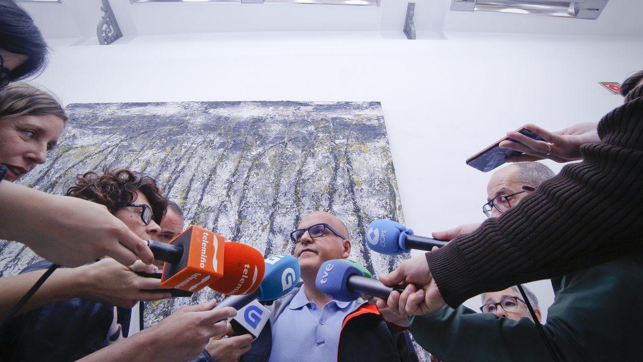 Almeida y Villacís se dan la mano en una foto distribuida por Ciudadanos