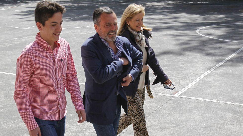 Llegó acompañado de su hijo y de María Jesús Sainz.
