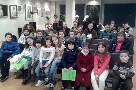 Padres y alumnos del Colexio Castelao visitaron el Museo do Traxe.