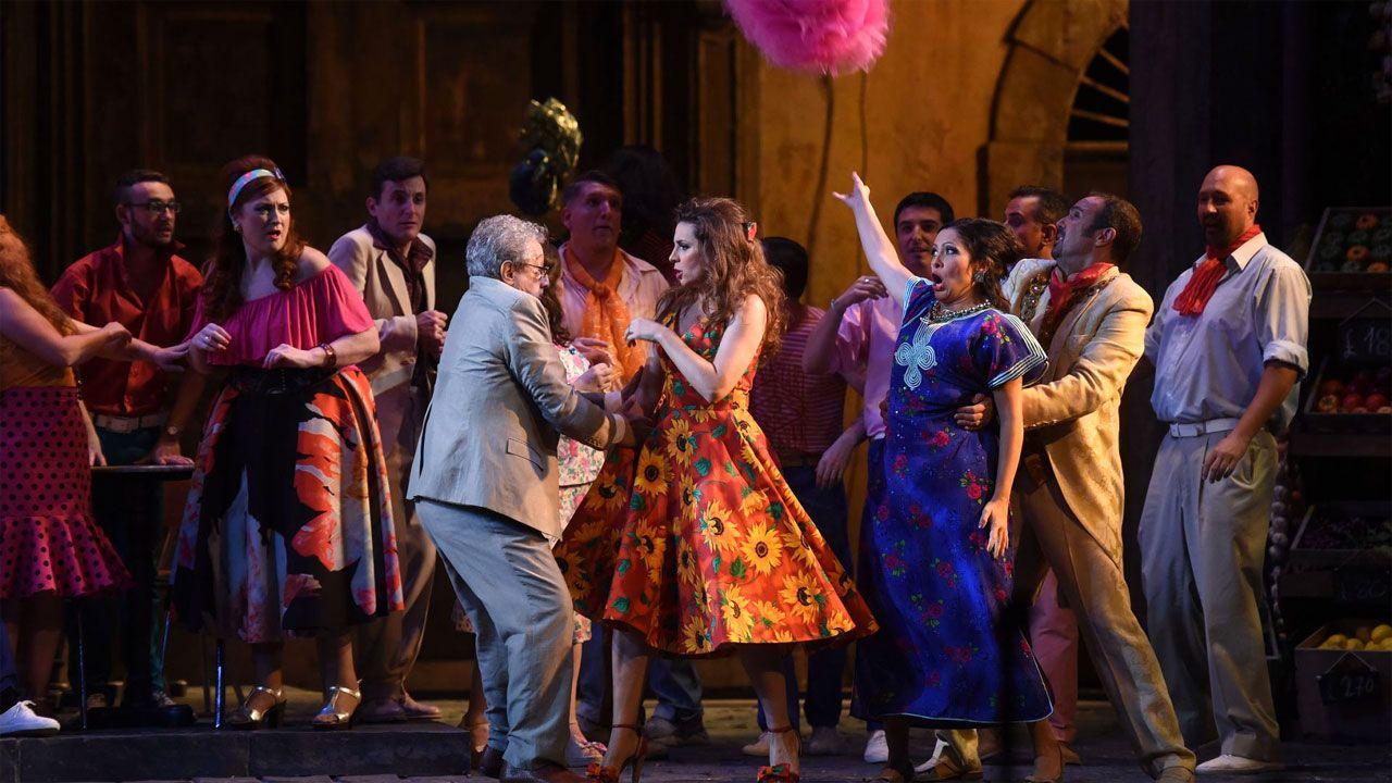 El ensayo de la OSPA junto con el maestro José Ramón Encinar.Un momento de la representación de «Tosca» durante la temporada de Ópera de Oviedo 2018-19
