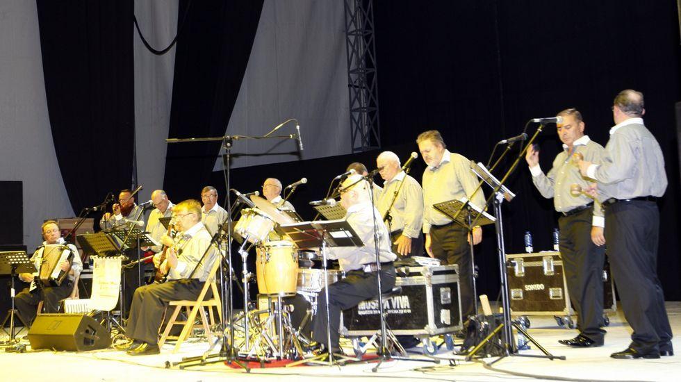 Steve Cropper, a la guitarra, con The Blues Brothers Band, en el Festival de Jazz de San Javier del 2013.