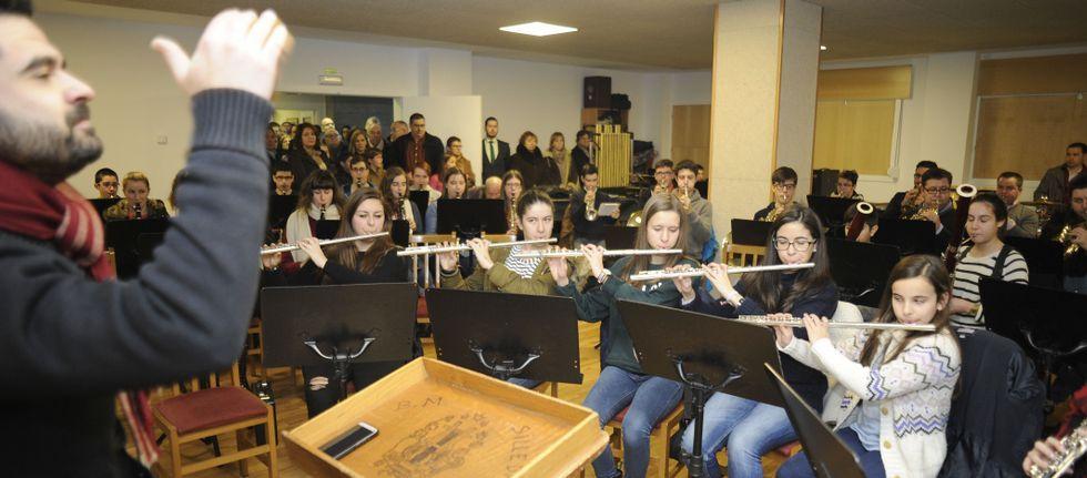 Primera actuación pública en la Escola de Música en el aula de interpretación en el acto inaugural.