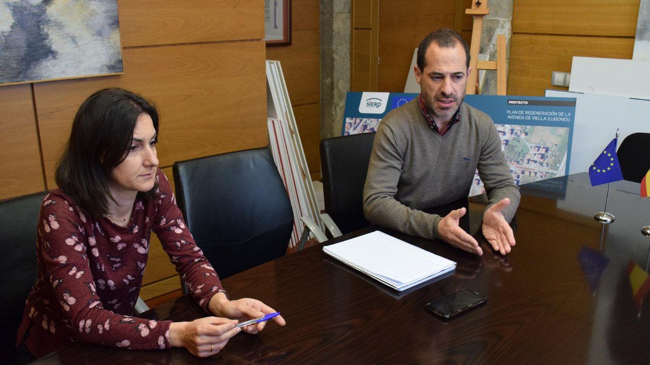 El alcalde de Siero, Ángel García González, y la concejala de Desarrollo y Promoción Económica, Patrimonio, Servicios Públicos Digitales, e Innovación, Aida Nuño Palacio.