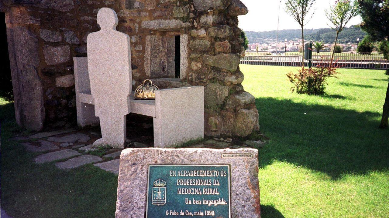 Monumento al médico rural en el concello de Cee
