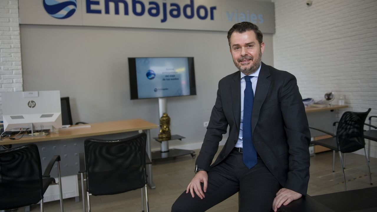 Óscar Regal, propietario de Viajes Embajador en A Coruña