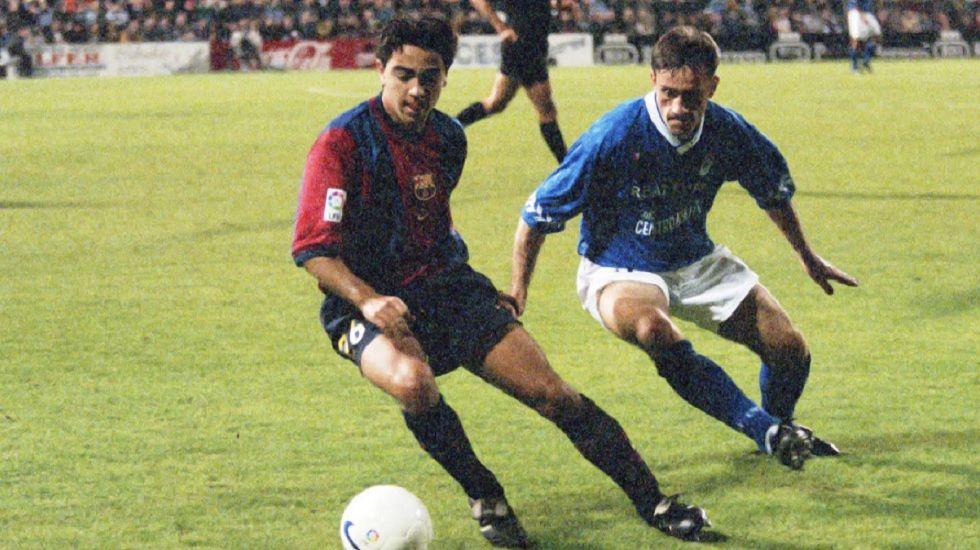 El Oviedo sufre a domicilio en la LFP.Xavi y Bento disputan un balón