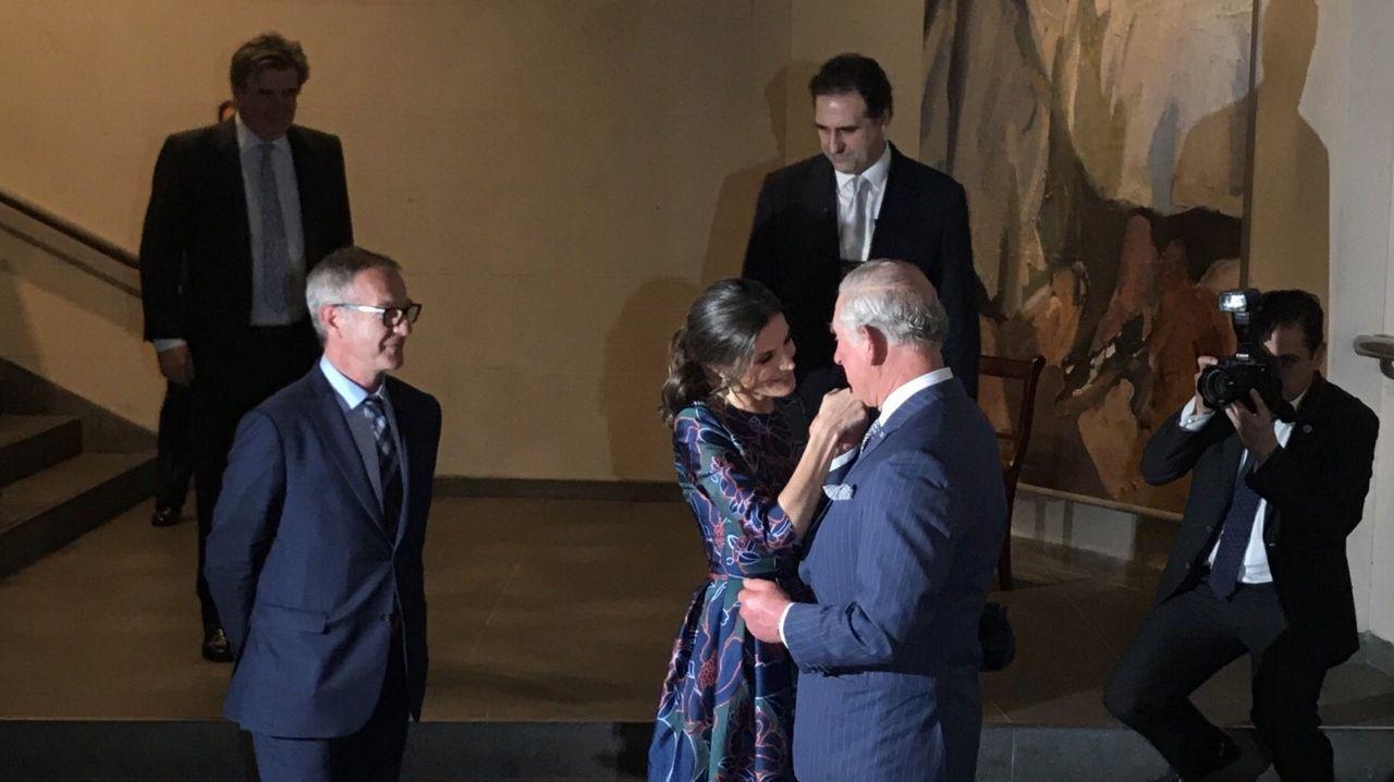 Carlos de Inglaterra y Letizia, muy cómplices en la exposición de Sorolla.José Antonio Olivar y Felipe Escudero