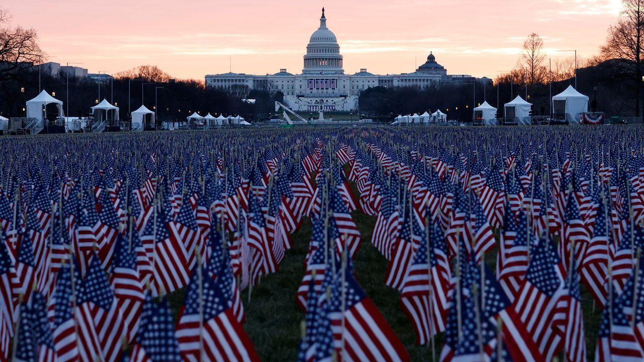 «El campo de banderas» en la explanada del Mall representa a las personas que no pueden asistir a la toma de posesión.