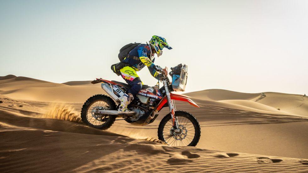 Fernando Alonso preparado para probar el Toyota del Dakar
