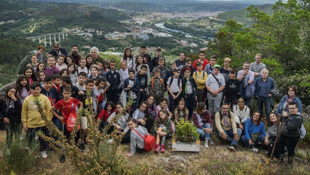 50 árboles por cada año de vida.El presidente de la Diputación de Ourense, Jose Manuel Baltar