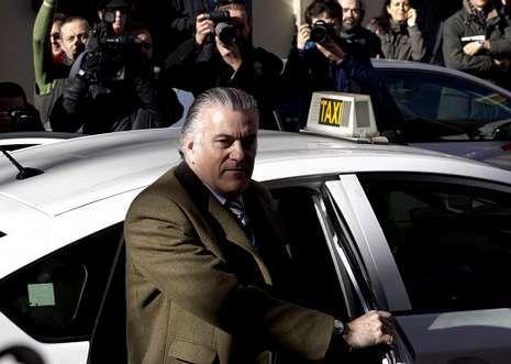 Bárcenas se sube a un taxi tras declarar ante el fiscal Anticorrupción, el pasado día 6.