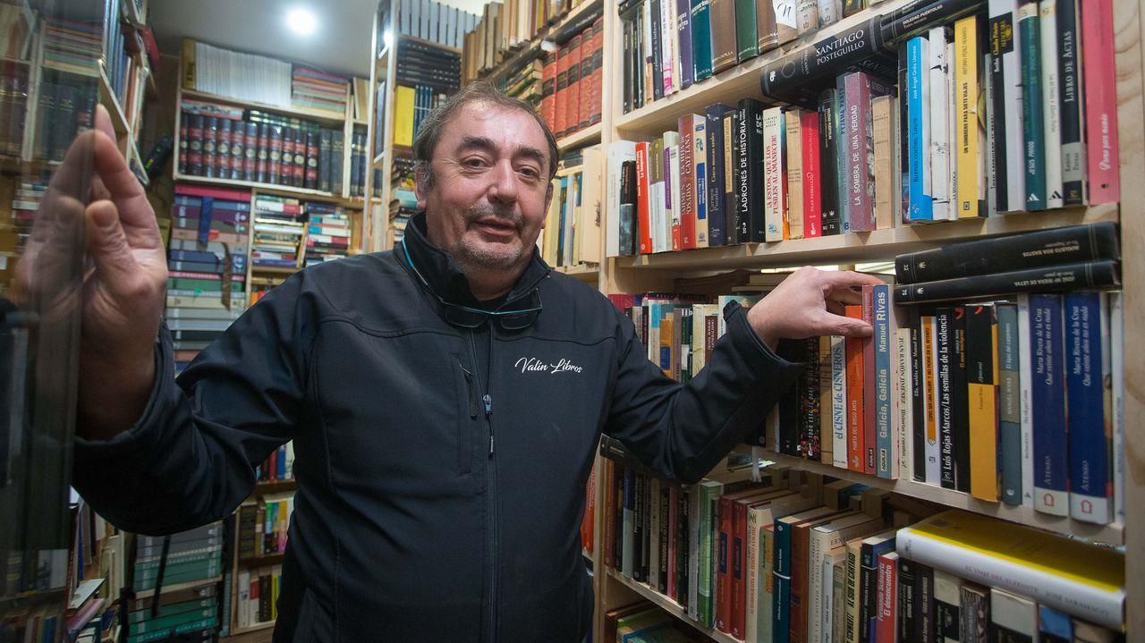José Manuel Valín en su libreria ubicada en San Roque