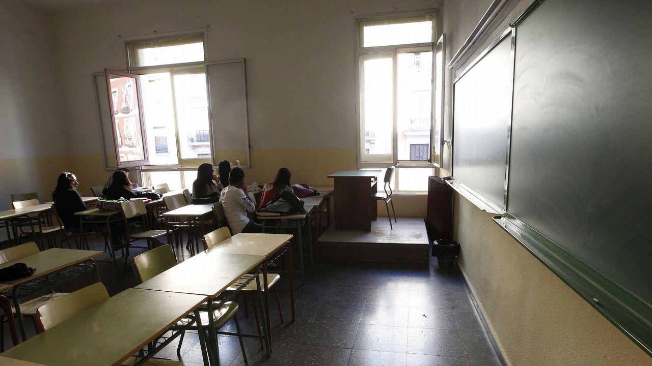 Niña acoso escolar.Muchos colegios incluyen entre los actos de la Semana de la Prensa en la Escuela la visita de algún periodista que participa en una charla sobre la profesión con los alumnos