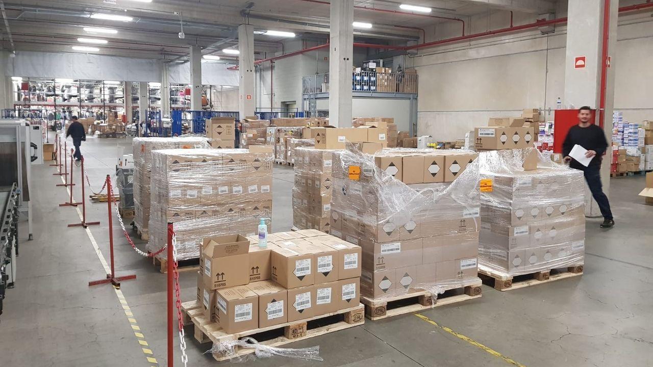 cole.Material de protección en la plataforma logística de la Xunta en Negreira pandemia coronavirus