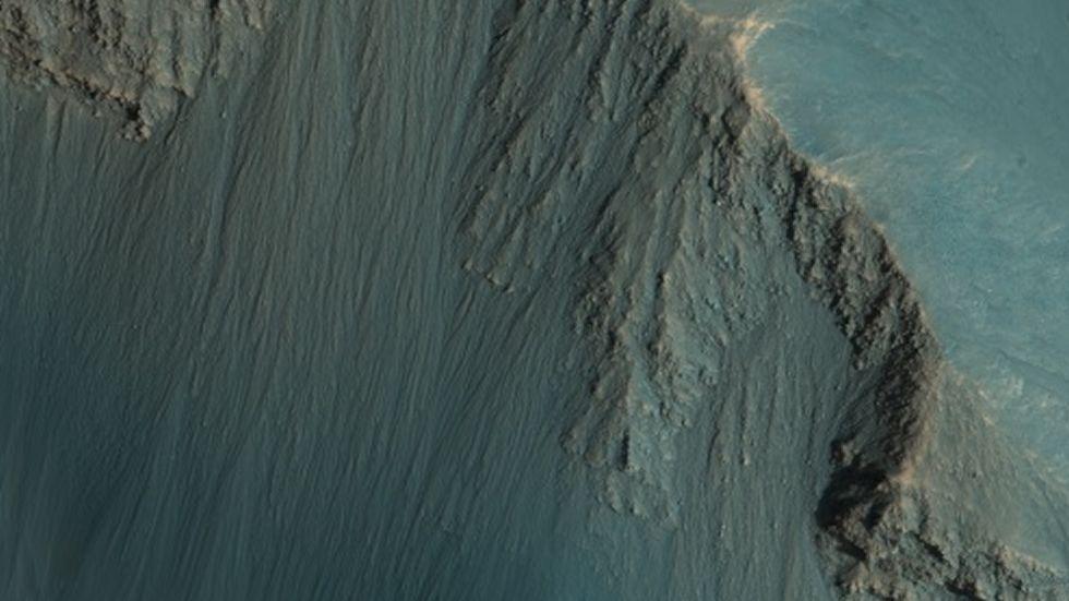 Pendientes empinadas de Hebes Chasma