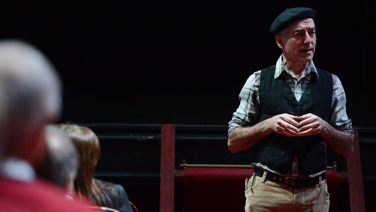 El actor ourensano durante otro de sus monólogos,  Afiando con humor