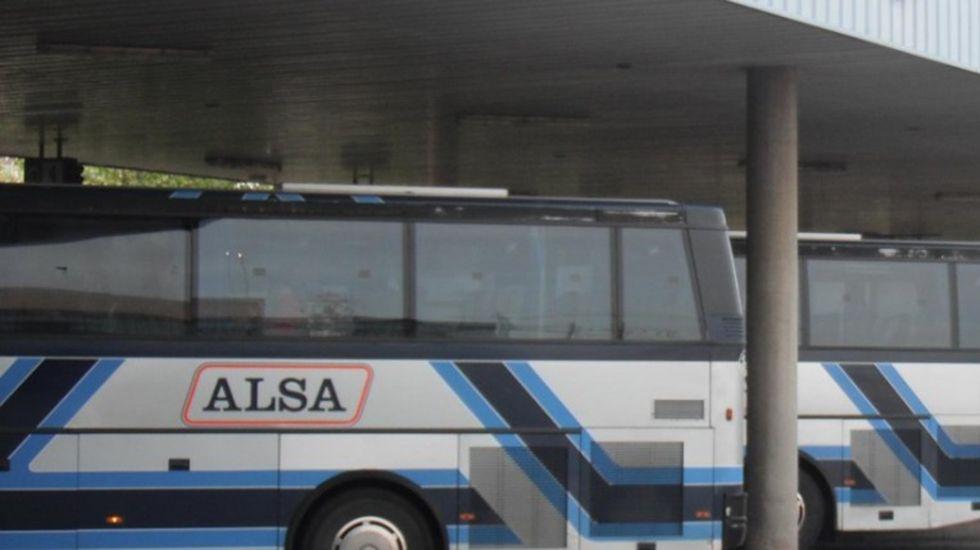 La princesa y su hermana participan con los reyes en las audiencias en Oviedo.Autobuses de Alsa