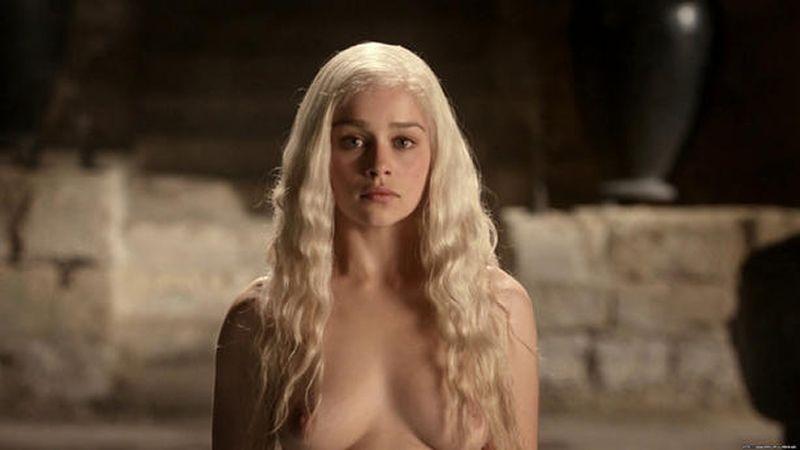 Se ha especulado con la posibilidad de que Oona Chaplin se refiriera a Emilia Clarke, quien da vida a la princesa Danaerys Targaryen