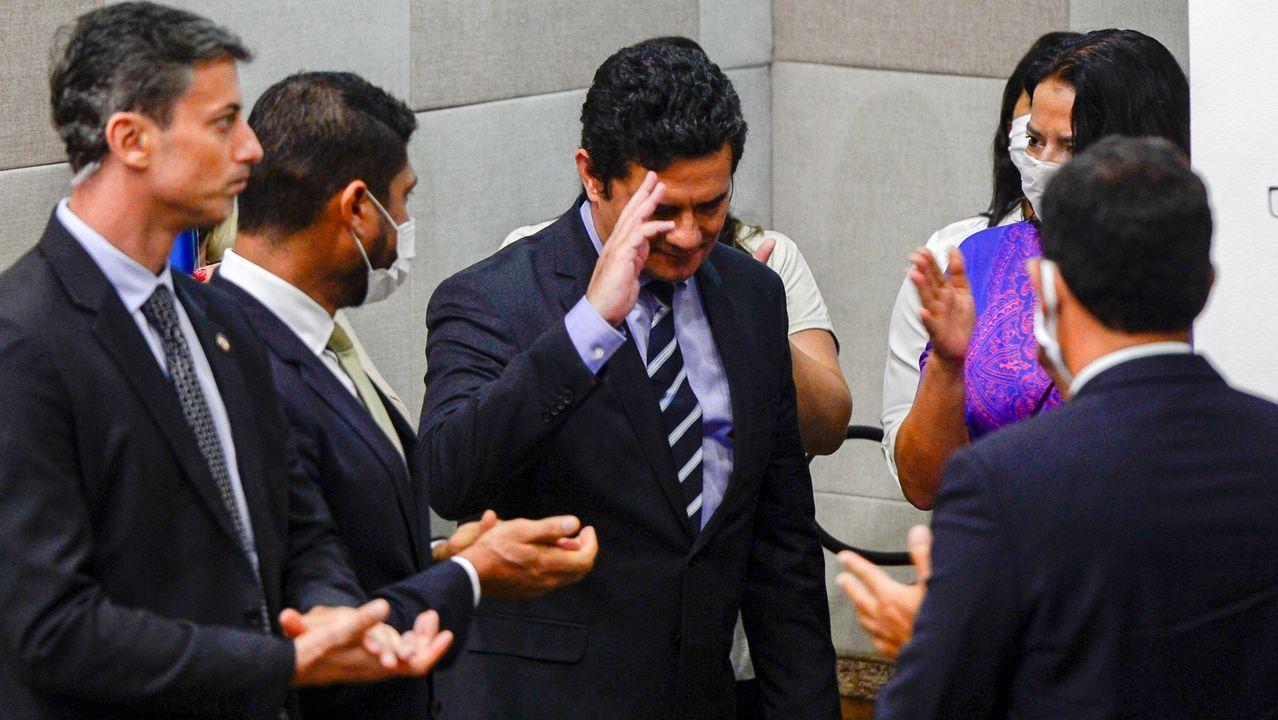 Sergio Moro abandona entre aplausos la rueda de presna en la que anunció su dimisión