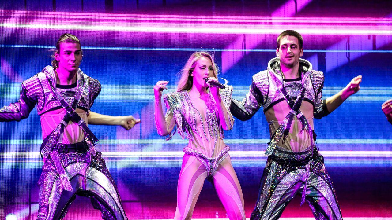 Croacia: la cantante Albina ensayando su tema «Tick-Tock» sobre el escenario de Eurovisión 2021