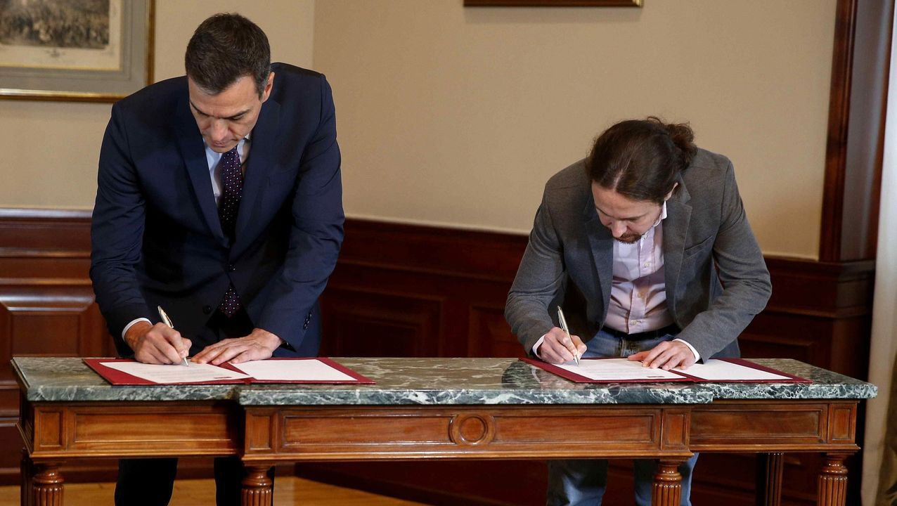 Pedro Sánchez y Pablo Iglesias rubrican el preacuerdo entre el PSOE y Unidas Podemos.Quim Torra, este martes, junto a la alcaldesa de Barcelona, Ada Colau, y la ministra de Economía, Nadia Calviño