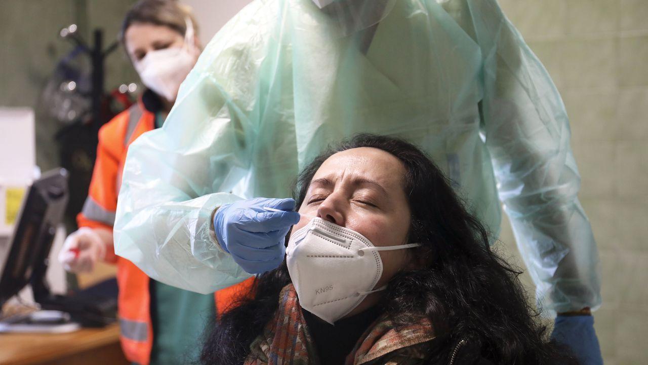 Vecinos de Padrón citados ayer en el centro de salud para un cribado masivo