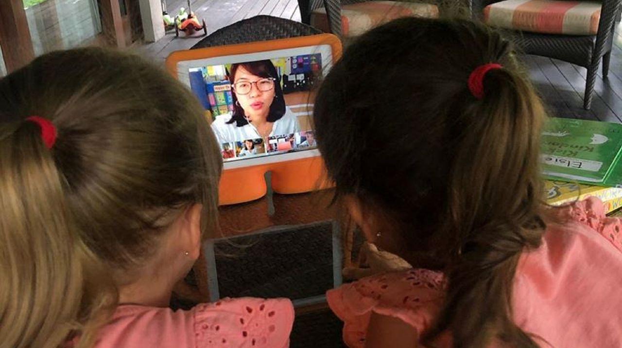 La escuela de Boracay a la que asisten las hijas de Paula imparte clases on line desde que se ordenó el confinamiento