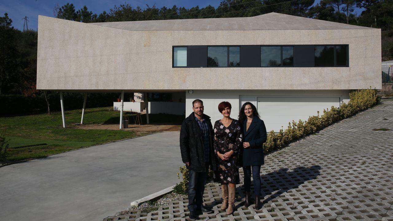 Casa premiada en Tibiás.El frío nocturno convierte las ventanas de cristal en obras de arte al amanecer
