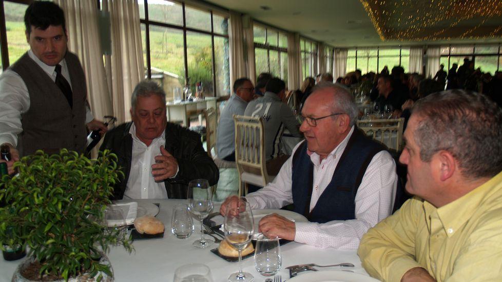 Mesa con los alcaldes de Quiroga (izquierda) y Ribas de Sil (a su lado)