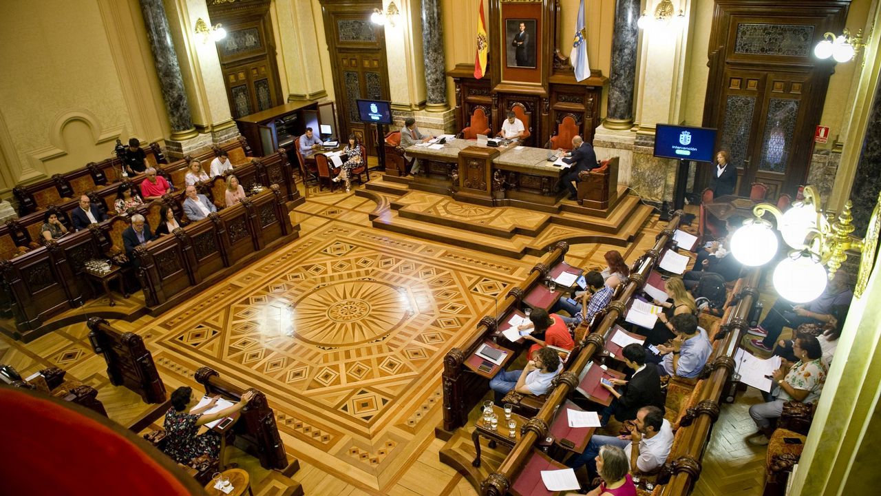 Sigue en directo el pleno municipal de A Coruña.Carolina Bescansa y Carmen Santos, en una foto de archivo