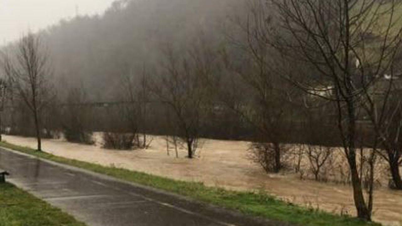 Inundaciones en Oviedo.Crecida del río Villoria, en Laviana