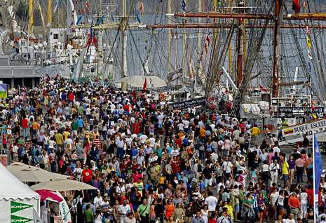 Imagen del público que visitó la semana pasada el puerto debido a la Tall Ships Race.