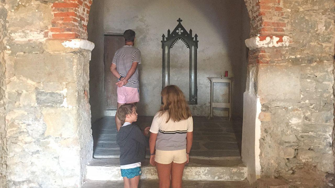 En la imagen, el interior de la ermita, que estos días muchos encontraron abierta debido a que se estuvieron llevado a cabo pequeñas obras de mantenimiento