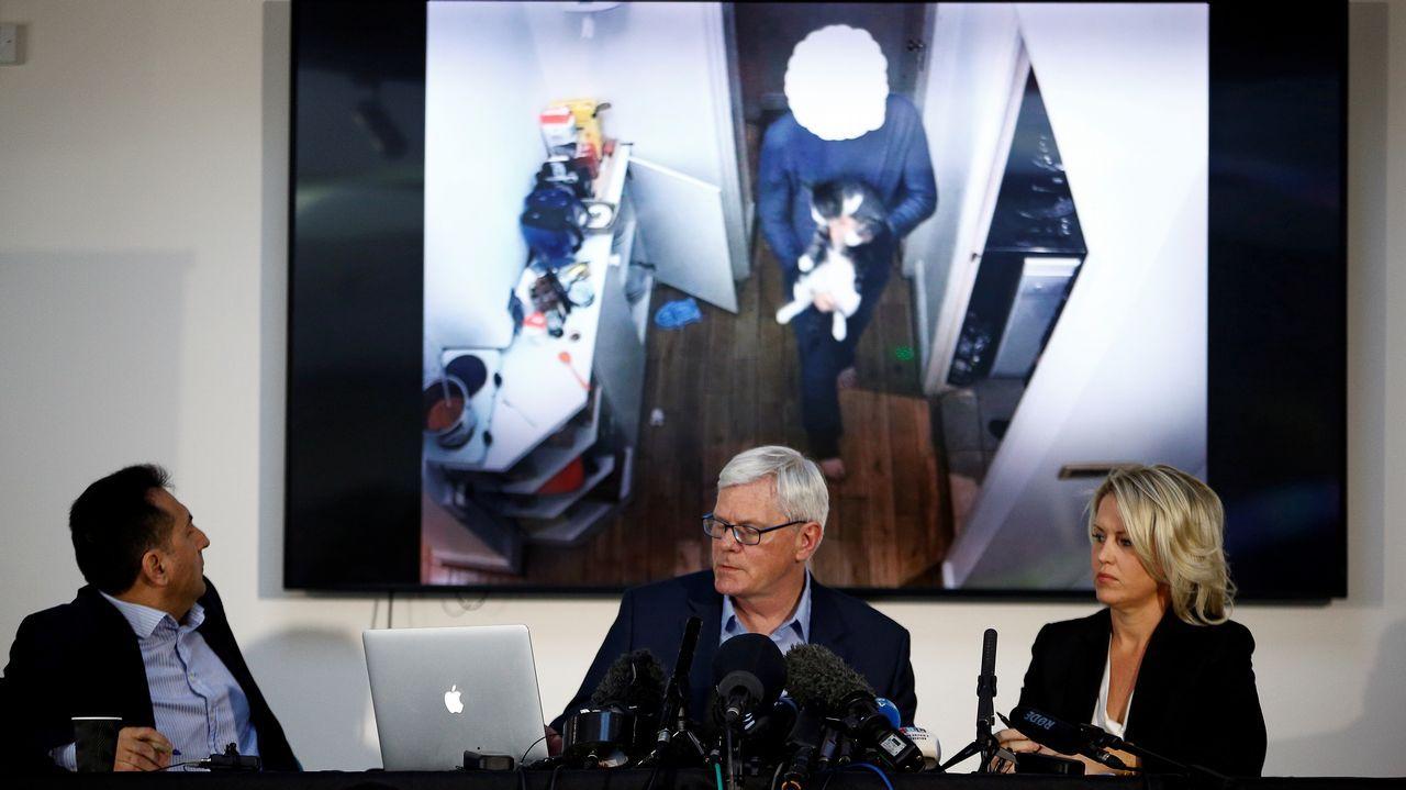 El excónsul de Ecuador en Londres Fidel Narváez, el editor jefe de Wikileaks, Kristinn Hrafnsson, y la aboga de Assange Jennifer Robinson, durante la rueda de prensa en la que denunciaron el espionaje