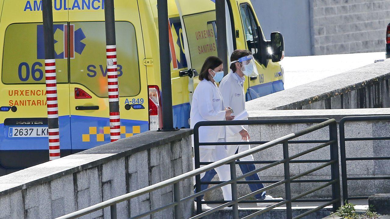Sanitarios, en el hospital Montecelo, en Pontevedra