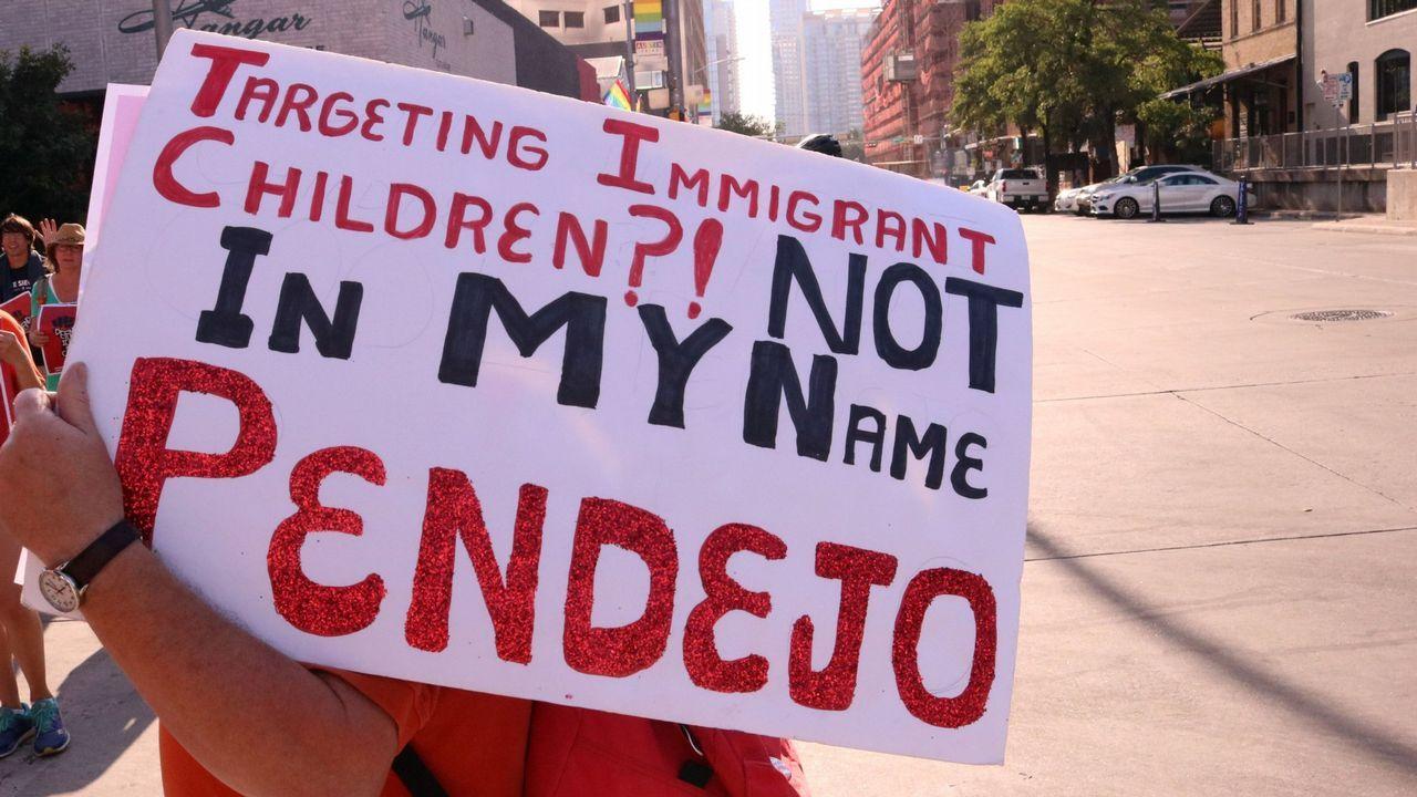 El polémico mensaje de Melania Trump.Manifestación en Texas contra la separación de familias en la frontera con México